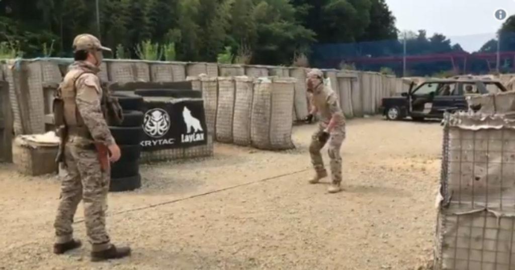 刃物VS拳銃、刃物がどれだけ素早くてやばいかがこの動画で分かる。刃物見たら真っ先に逃げた方がいいぞ!